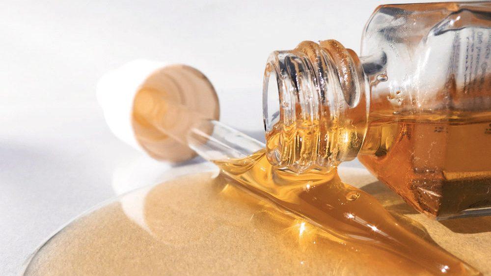 slider 1 trend mapping the rise of face oil e1505278762589 Mengatasi Masalah Kulit dengan Face Oil, Bisakah?