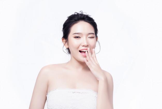 asian woman 5 Rekomendasi Produk Pemutih Wajah Terbaik dari Korea